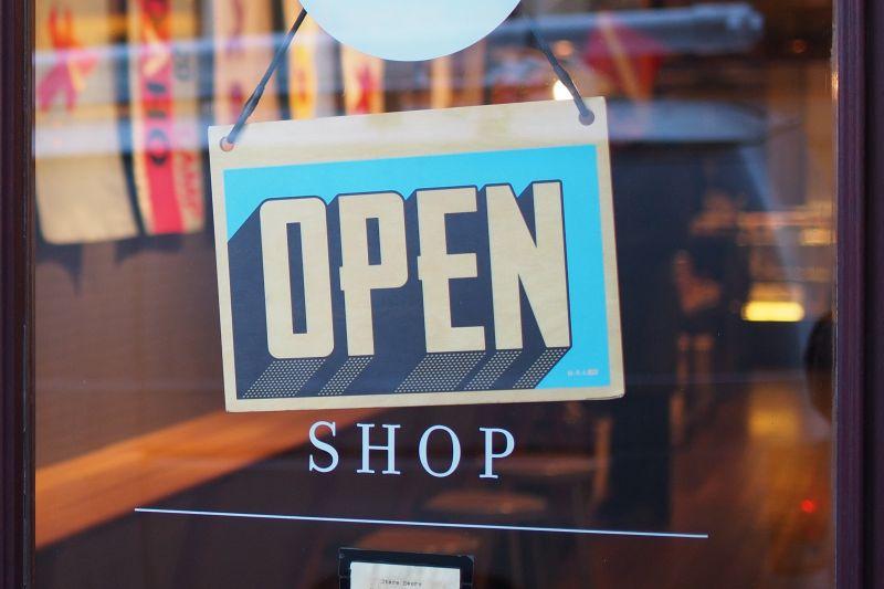Cat costa deschiderea unui magazin mixt?